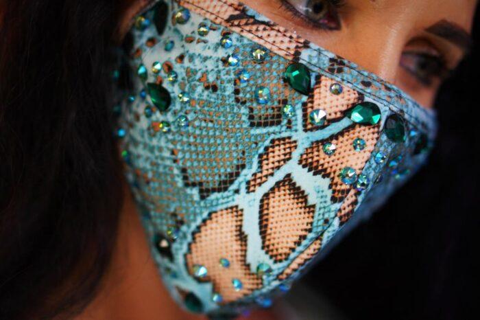 Hiss Hypnosis Face Mask Image