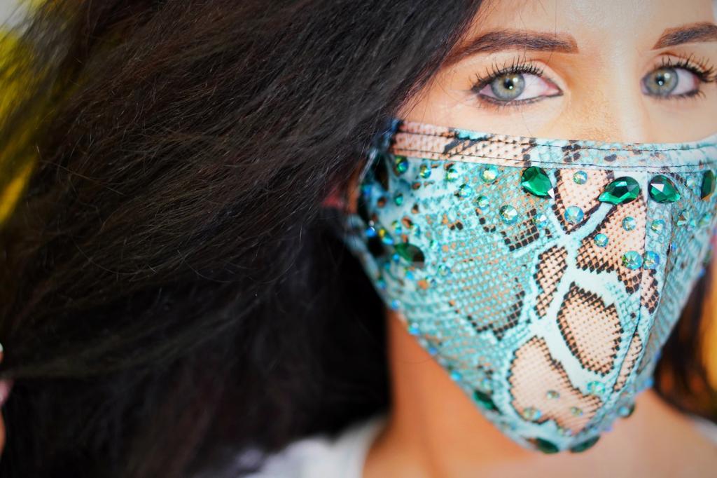 Hiss Hypnosis Face Mask